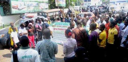 Photo of Nigerian Students Rejects Petrol Price Increment, Ask Buhari To Resign From Office.