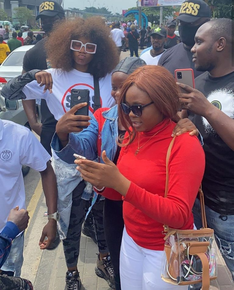Photo of Port Harcourt protesters slams Tacha for taking photos with fans during protest