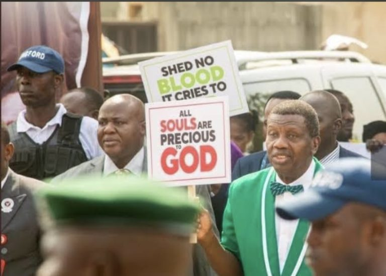 """Photo of """"I stand with the youths in this #EndSARs Protest"""" – Pastor Adeboye"""